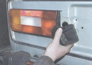 статья про замена заднего фонаря на автомобиле ВАЗ 2106