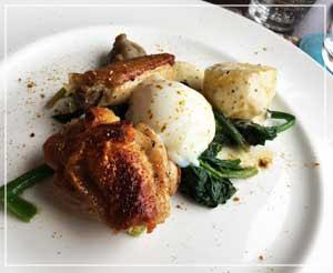 メインディッシュは阿波尾鶏でした。添えられた野菜もおいしい。