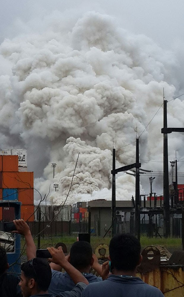 Coluna de fumaça é vista de vários locais após vazamento de gás em Guarujá (Foto: Divulgação / Polícia Militar)
