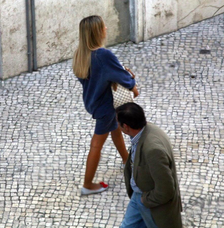 http://cintiacosta.files.wordpress.com/2011/02/virando_pescoc3a7o_cantadas_rua.jpg