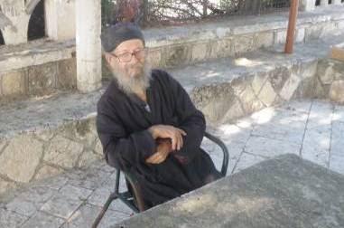Μοναχός ζει «παρέα» με έναν σεισμογράφο