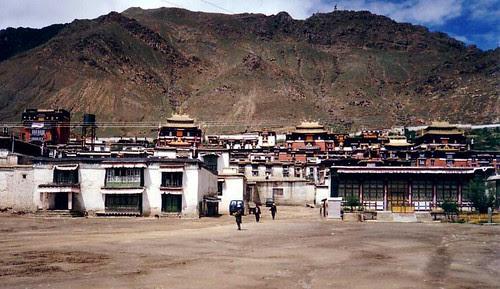Tashilhunpo_Monastery,_Shigatse