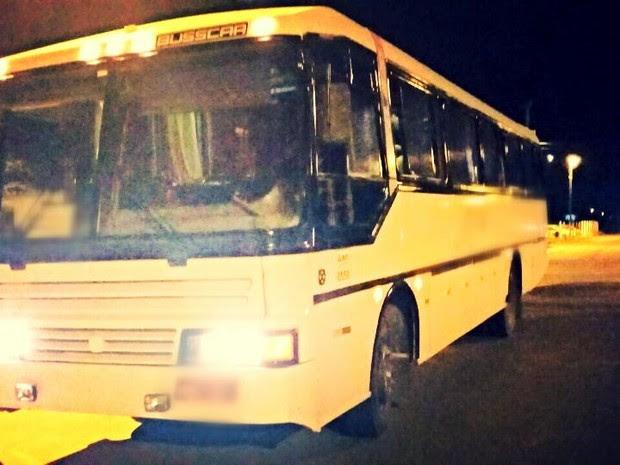 Ônibus seguia de Ouro Preto do Oeste (RO) para Apuí (AM) (Foto: PRF/ Divulgação)