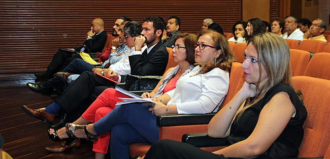 Muestran a líderes comunitarios cómo convertir ideas en planes exitosos de ciudad