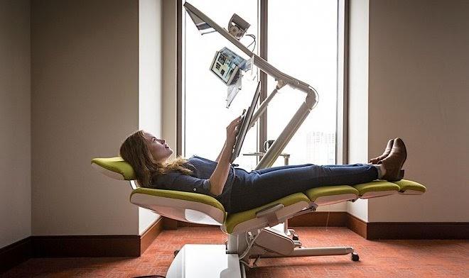 Компания Altwork создала компьютерный стол, за которым можно работать лежа
