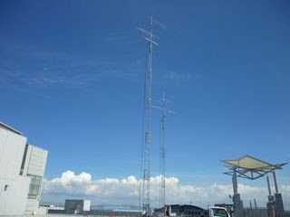 8J1A antenna farm on the convention center roof