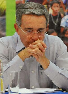 Álvaro Uribe no podrá optar a un tercer mandato en Colombia
