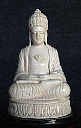 غرامة Ceylonese العاج بوذا يجلس في الموقف التأمل أو dhyana mudra (3 في. عالية) - أوائل 20 C