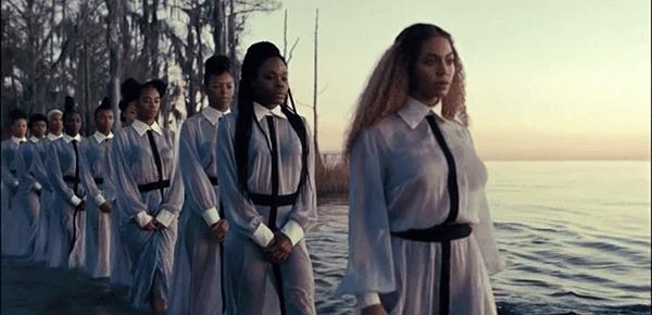 Após um período de tribulação, Beyoncé (e seus seguidores) está pronto para ser renovado.  Batismo.