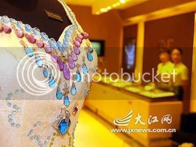 full wedding dress design decorative stone is so elegant
