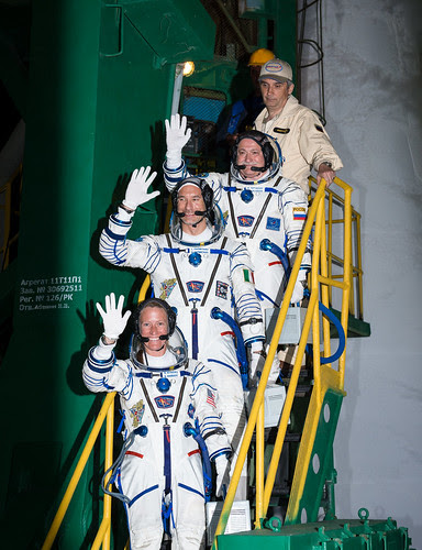 Expedition 36 Waves Farewell (201305290001HQ)