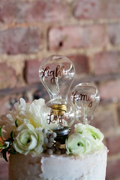 The Complete Guide to Wedding Cake Toppers: Unique Ideas