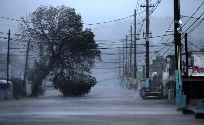 Fajardo, en Puerto Rico, en plena tempestad por el paso del huracán