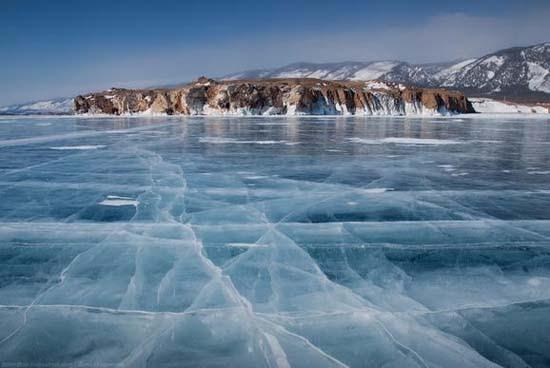Παγωμένη λίμνη Baikal στη Σιβηρία (14)