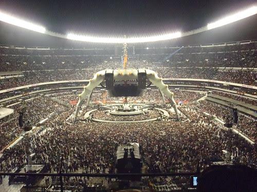 u2 concert Mexico by laradanielle
