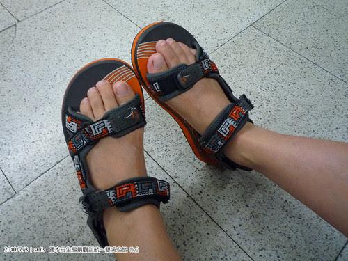 老婆show出新買的涼鞋