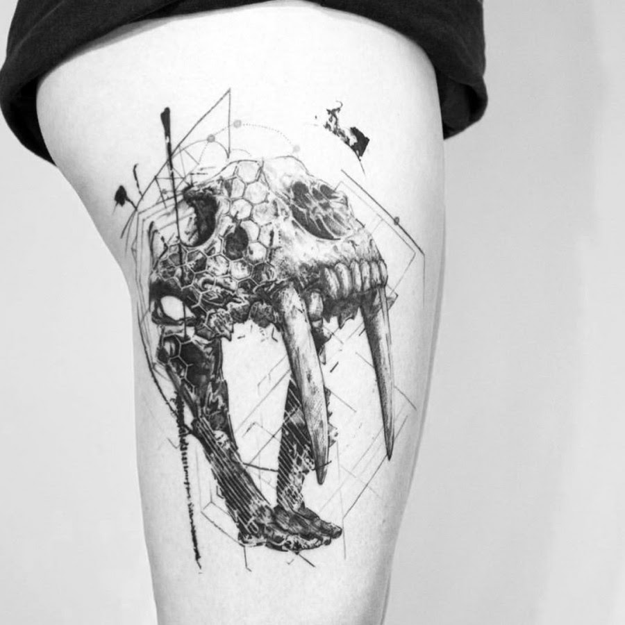 34 Stunning Blackwork Thigh Tattoos For Women Page 3 Of 4 Tattoomagz