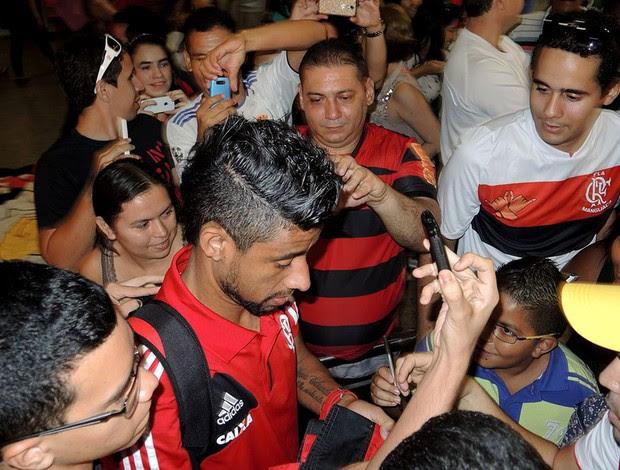 Léo Moura flamengo desembarque fortaleza (Foto: Cahê Mota )