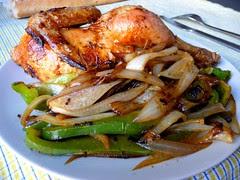 pollo asado con verdura salteada