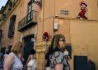 """La Junta pide la retirada de 15 obras """"ilegales"""" del grafitero Invader en Málaga"""