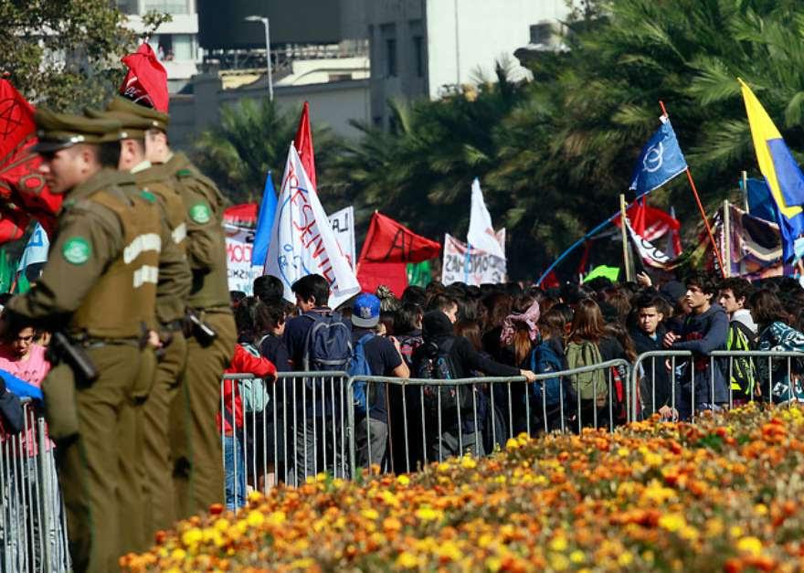 Con incidentes menores terminó la movilización de la Confech que según cifras entregadas por ellos, alcanzó a reunir alrededor de 140 mil asistentes. Foto: Agencia Uno