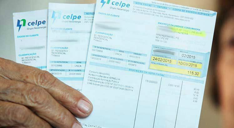 Porém, além dos bancos, alguns estabelecimentos comerciais são credenciados pela companhia para receber os valores referentes às contas de luz / Foto: André Nery/Acervo JC Imagem