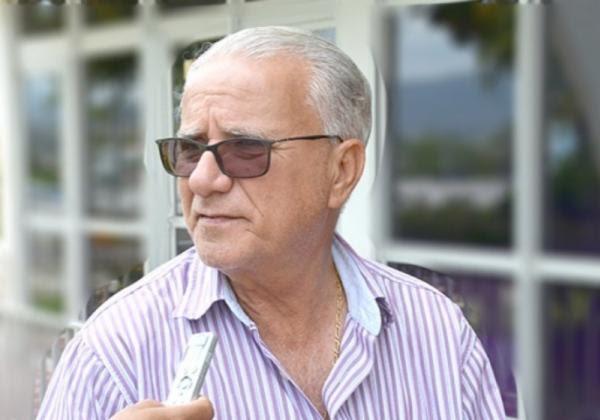 Pré-candidato a reeleição, Gilson Fonseca (DEM) é acusado de ter se utilizado do exercício do atual cargo para angariar prestígio com propagandas do governo municipal.