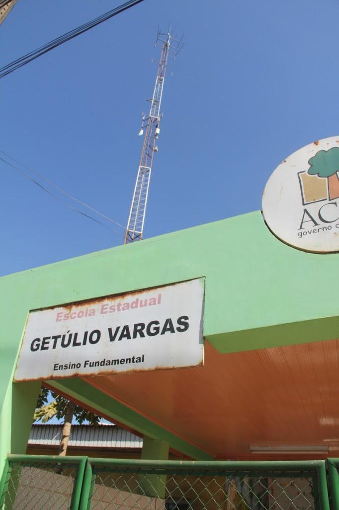 A rádio estadual fica localizada ao lado de uma escola e levou pânico aos professores, funcionários e alunos - Foto: Alexandre Lima