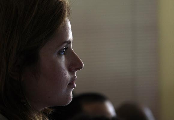 Cristina Escobar presentó las preguntas de los jóvenes.  Foto: Ismael Francisco/Cubadebate