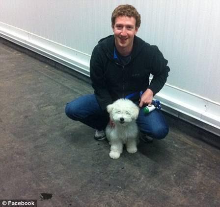 Na última sexta, Mark publicou a foto ao lado da sujeira de Beast durante a visita ao novo centro de dados do Facebook