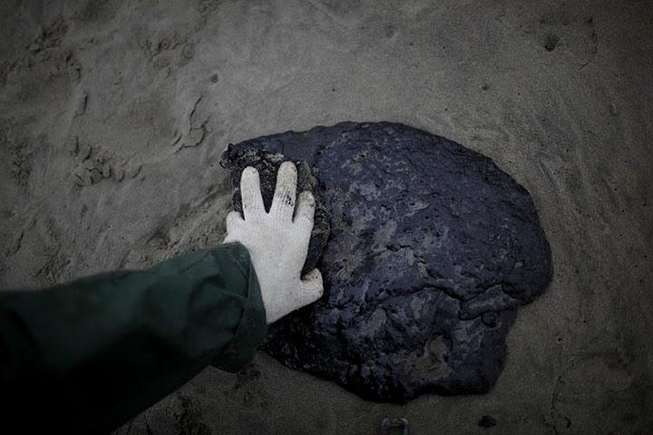 Ρένα πετρελαιοκηλίδα: Papamoa στην παραλία κοντά Tauranga, Νέα Ζηλανδία