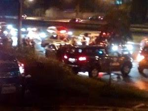 Homem morre em troca de tiros no Anel Viário, em São José dos Campos (Foto: Vanguarda Repórter )