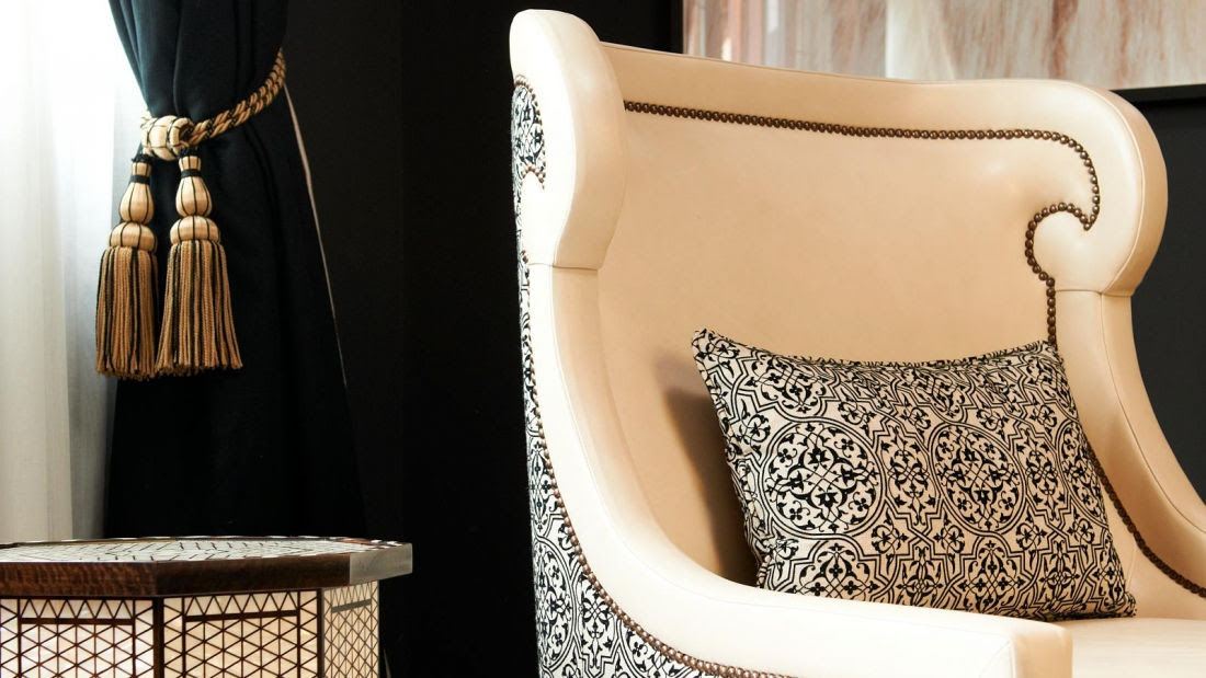 El conjunto de la Suite Reales Alcázares se caracteriza por interiores cálidos con seductores toques de feminidad en un entorno de lujo.
