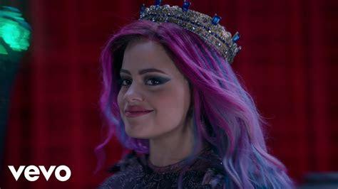 sarah jeffery queen    descendants