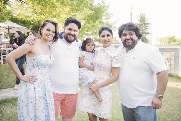 Os casais Theonília e César Menotti e Marília Gabriela e Fabiano com Júlia (Foto: Alexandre Lima)