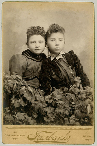 Cabinet Card teo girls