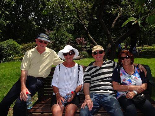 图6:来自堪培拉的美琳女士(Myrin)(左二)和朋友们。