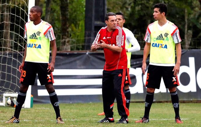 Luxemburgo no treino do Flamengo (Foto: Cezar Loureiro / Agência O Globo)