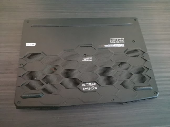 MSI GE66 Raider 10SGS gaming laptop: View from the bottom