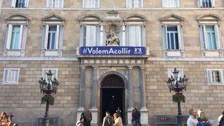 """Façana de la Generalitat amb la Pancarta """"Volem Acollir"""""""