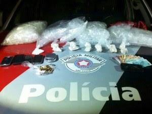 Casal é preso por tráfico de drogas no Tamandaré em Guaratinguetá (Foto: Divulgação/Polícia Militar)