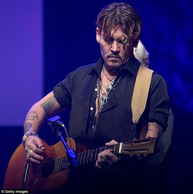 evento de premiação: Johnny Depp é mostrada realizando no domingo na Fundação Vidiots apresenta o evento Harry Dean Stanton Award em Los Angeles