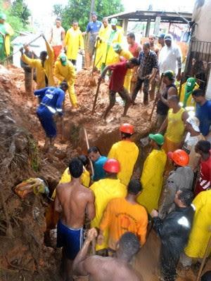 Deslizamento em Bom Juá, Salvador corte 300 (Foto:  Romildo de Jesus/Futura Press/Estadão Conteúdo)