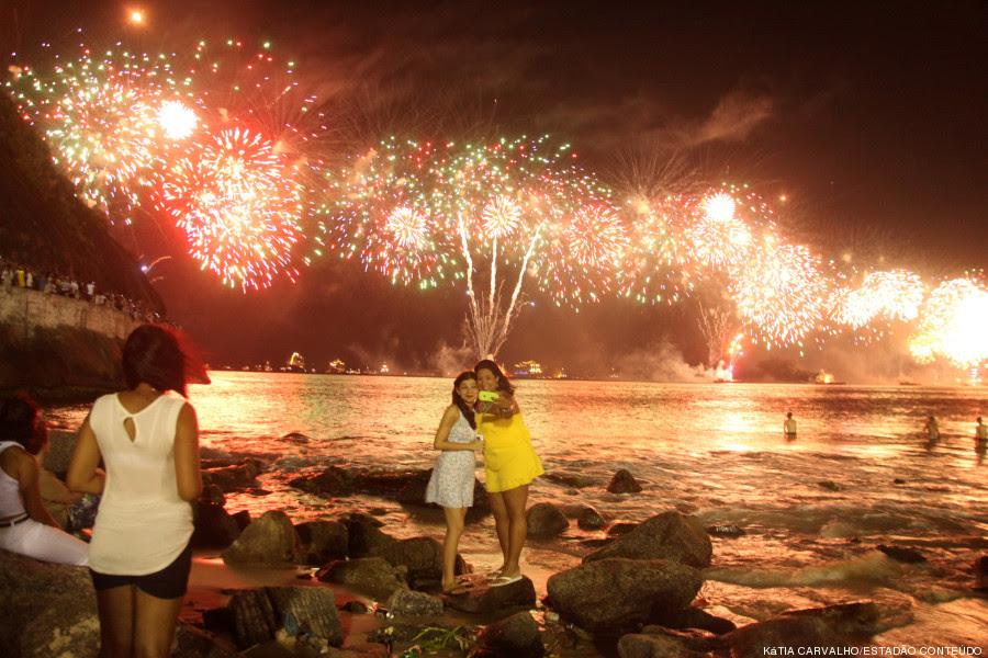 Resultado de imagem para imagem de queima de fogos em Recife