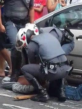 Homem foi preso pela polícia e vai responder por agressão (Foto: Vanguarda Repórter/Lucas Antunes)