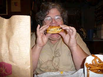 cheeseburger.jpg (106470 bytes)
