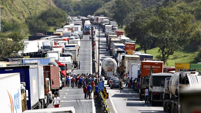 Resultado de imagem para Greve de caminhoneiros cegonha