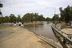 Hampden Avenue on the North Wagga flats under water