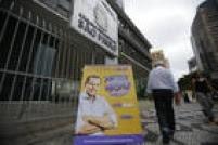A eleição deste domingo também teve polêmicas entre os próprios militantes tucanos. Os grupos contrários à candidatura de Doria criticaram os cavaletes colocados em apoio ao empresário nos locais de votação.