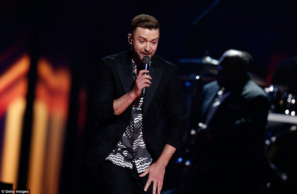 He provided half-time entertainment during the competition, opening his special guest performance with his hit Dance With Me before moving on to his new single Can't Stop The Feeling